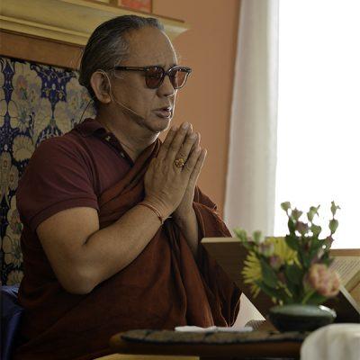 kongtrul rinpoche in prayer